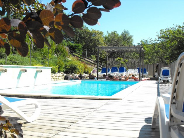 Stetching camping la source du jabron, swimming pool in nature