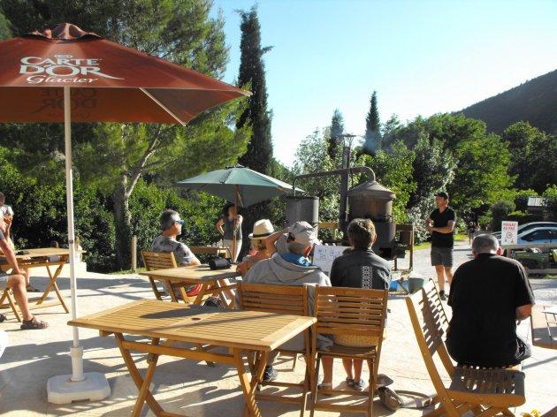 Démonstration de distillerie de lavande au camping la Source du Jabron en Drôme Provençale