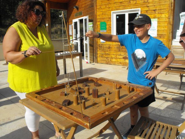 Jeux en bois au camping la Source du Jabron